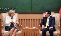 Deputy PM Pham Binh Minh receives leader of Ile-de-France region