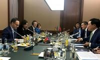 越南外长范平明与德国外长马斯举行会谈