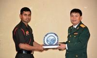 加强越南和印度青年军官的交流