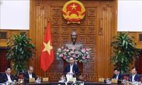 越南政府总理阮春福主持会议讨论如何推动生产经营