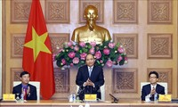阮春福同胡志明共青团中央委员会举行工作会议