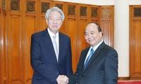阮春福会见新加坡副总理张志贤