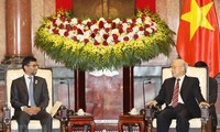 阮富仲会见阿拉伯联合酋长国工业与能源部部长马祖鲁