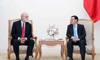 越南政府副总理王庭惠会见世界农业经济领域权威专家