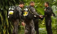 Australia sends more experts to help in Thai cave rescue