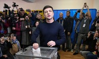 Volodymyr Zelensky leads in 1st round of Ukraine's election