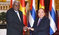 Primer ministro de Vietnam recibe al dirigente parlamentario cubano