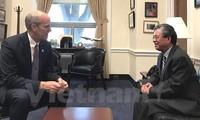 Congresista estadounidense confía en el éxito de Vietnam en el Año de APEC 2017