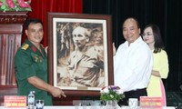 Premier vietnamita trabaja en la provincia portuaria de Hai Phong