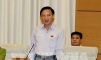 Diputados parlamentarios vietnamitas debaten el informe de solución de denuncias y quejas en 2017