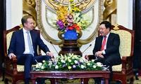 Vietnam busca apoyo del FEM para aprovechar oportunidades de la cuarta Revolución Industrial