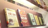 Presentan colección de libros sobre los vínculos entre Vietnam y Laos