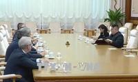 Funcionarios rusos y norcoreanos promueven una cumbre entre Vladimir Putin y Kim Jong-un