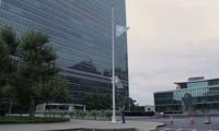 Bandera de la ONU a media asta en su sede en Ginebra para recordar a Kofi Annan
