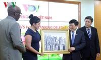 Fortalecen cooperación entre la Voz de Vietnam y el periódico cubano de Granma