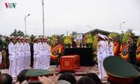 Efectúan el entierro del presidente de Vietnam su tierra natal