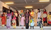 Celebran desfile de Ao Dai en Fiesta de Familia vietnamita en Bélgica