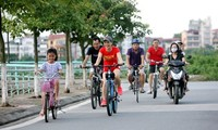 Usar la bicicleta para desplazarse y hacer ejercicio, una nueva tendencia en Hanói