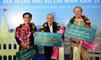 Ciudad Ho Chi Minh da bienvenida a turista número siete millones en 2018