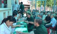 Atención médica gratuita a personas meritorias de Quang Ninh y Ha Nam