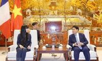 Hanói aspira a afianzar cooperación con Francia en desarrollo urbano e infraestructura de transporte