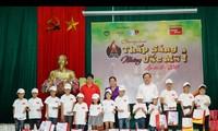 Vietjet apoya a niños pobres en Thai Nguyen