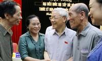 เลขาธิการใหญ่พรรคพบปะกับผู้มีสิทธิ์เลือกตั้งเขต Hoàn KiếmและTây Hồ กรุงฮานอย