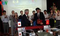 พิธีลงนามข้อตกลงความร่วมมือระหว่างสถานีวิทยุเวียดนามกับสำนักข่าว จิจิ เพรสส์ ของญี่ปุ่น