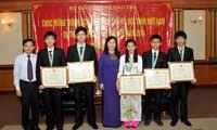 นักเรียนเวียดนามทั้ง 5 คนได้รับเหรียญรางวัลในการแข่งขันโอลิมปิกฟิสิกส์นานาชาติปี 2014