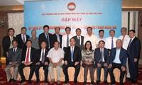 ประธานแนวร่วมปิตุภูมิพบปะกับกรรมการของแนวร่วมฯที่เป็นชาวเวียดนามที่อาศัยในต่างประเทศ