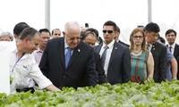 ประธานาธิบดีอิสราเอลและภริยาเยือนโครงการลงทุนการเกษตรที่ประยุกต์ใช้เทคโนโลยีชั้นสูง VinEco ตามด๋าว