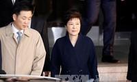 คณะอัยการพิเศษเสนอให้จับกุมตัวอดีตประธานาธิบดีสาธารณรัฐเกาหลี ปาร์ค กึน เฮ