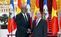 บรรดาผู้นำเวียดนามให้การต้อนรับประธานวุฒิสภาเฮติ