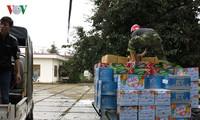 ให้การช่วยเหลือธัญญาหารให้แก่ประชาชนในเขตที่ประสบปัญหาพายุน้ำท่วม