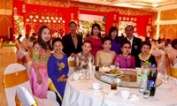 เอกอัครราชทูตเวียดนามประจำประเทศไทยพบปะกับชมรมชาวเวียดนาม