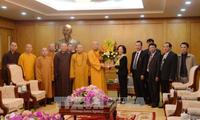 หัวหน้าคณะกรรมการรณรงค์มวลชนส่วนกลางให้การต้อนรับคณะผู้แทนของพุทธสมาคมเวียดนาม