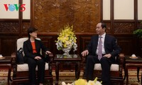 ประธานประเทศ เจิ่นด่ายกวาง ให้การต้อนรับเอกอัครราชทูตสิงคโปร์และอินเดียประจำเวียดนาม