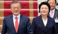 นายกรัฐมนตรี เหงียนซวนฟุก ให้การต้อนรับประธานาธิบดีสาธารณรัฐเกาหลี ที่ปรึกษาคณะรัฐมนตรีญี่ปุ่น