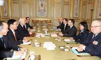 เลขาธิการใหญ่พรรคคอมมิวนิสต์เวียดนาม เหงียนฟู้จ่อง เจรจากับประธานาธิบดีฝรั่งเศส
