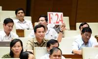 ผู้มีสิทธิ์เลือกตั้งชื่นชมผลการตั้งและตอบกระทู้ถามในการประชุมสภาแห่งชาติครั้งที่ 5 สมัยที่ 14