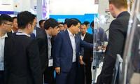 คณะผู้แทนของกรุงฮานอยเข้าร่วมงานแสดนสินค้าเทคโนโลยีอัตโนมัติในเยอรมนี
