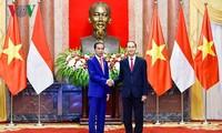 ประธานประเทศ เจิ่นด่ายกวางและภริยาจัดงานเลี้ยงเพื่อเป็นเกียรติแด่ประธานาธิบดีอินโดนีเซีย
