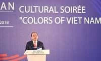 นายกรัฐมนตรี เหงียนซวนฟุกและภริยาเป็นประธานงานราตรีประชาสัมพันธ์วัฒนธรรมเวียดนาม