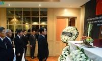 นายกรัฐมนตรีและรัฐมนตรีต่างประเทศไทยไว้อาลัยประธานประเทศ เจิ่นด่ายกวาง