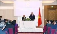 นายกรัฐมนตรีพบปะกับชมรมชาวเวียดนามในออสเตรียและยุโรป