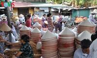 พัฒนาผลิตภัณฑ์หลักของหมู่บ้านศิลปาชีพเวียดนามตามแนวทางหนึ่งหมู่บ้านหนึ่งผลิตภัณฑ์