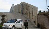 ประธานาธิบดีสหรัฐเรียกร้องให้ก่อสร้างกำแพงกั้นชายแดนเม็กซิโก