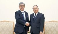 นายกรัฐมนตรี เหงียนซวนฟุก ให้การต้อนรับรัฐมนตรีกลาโหมญี่ปุ่น
