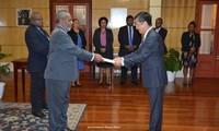 ผู้สำเร็จราชการแห่งรัฐเอกราชปาปัวนิวกินี Bob Dadae ให้ความสำคัญต่อสัมพันธไมตรีและความร่วมมือที่ดีงามกับเวียดนาม