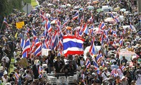 Thailand: Protesters encircle Puea Thai's headquarter